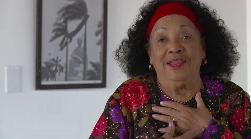 Aurora Basnuevo celebra su 82 cumpleaños